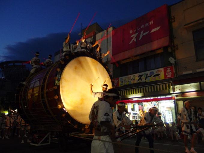 夏の弘前ねぷた祭り重厚な音を響かせる津軽情っ張り大太鼓
