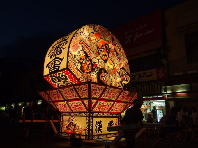 夏の弘前ねぷた祭り勇壮な武者絵