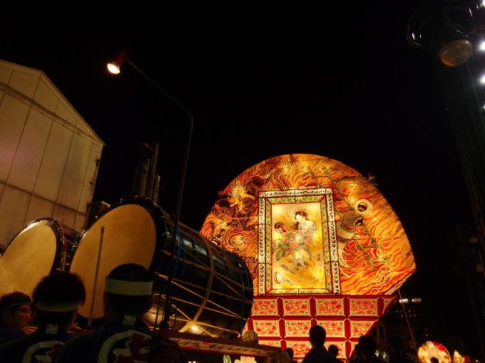 夏の弘前ねぷた祭り夜空を焦がす見送り絵と力強く響く太鼓の音色