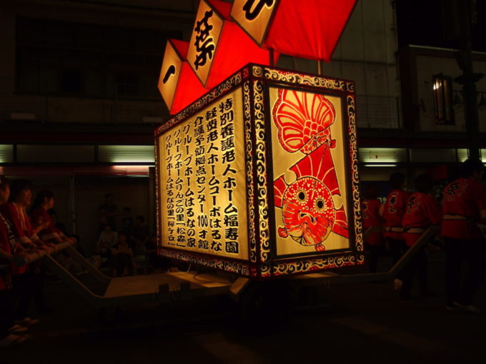 夏の弘前ねぷた祭り艶やかな津軽錦の描かれたねぷた