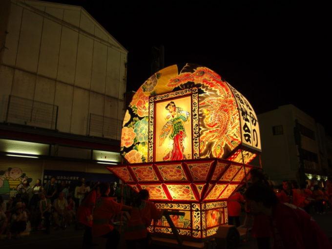 夏の弘前ねぷた祭り夜空に舞う鳳凰