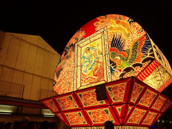 夏の弘前ねぷた祭り鮮やかに夜空を照らす鳳凰