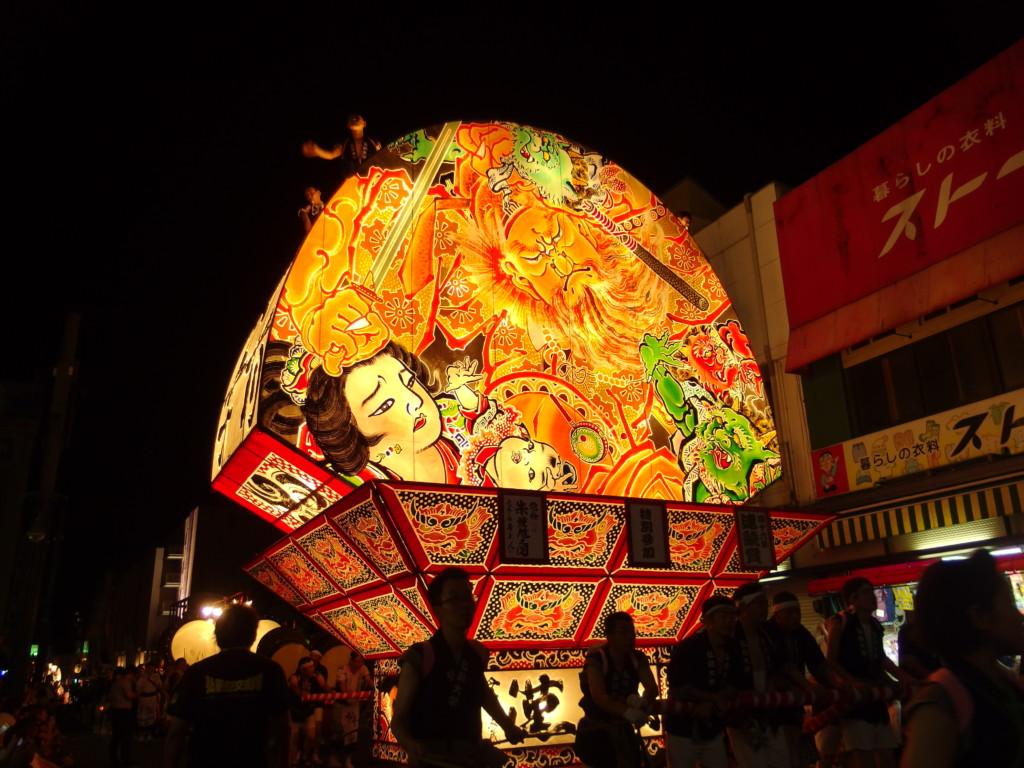夏の弘前ねぷた祭り夜空を燃やす朱鍾馗