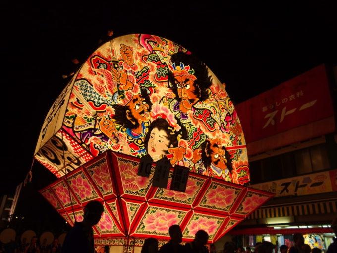 夏の弘前ねぷた祭り鮮やかで艶やかな鏡絵