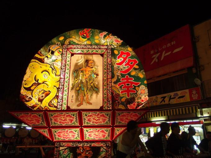 夏の弘前ねぷた祭り見送り絵に描かれたタコ