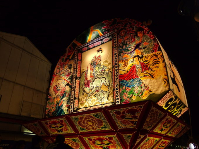 夏の弘前ねぷた祭り美人画を彩る様々な動物