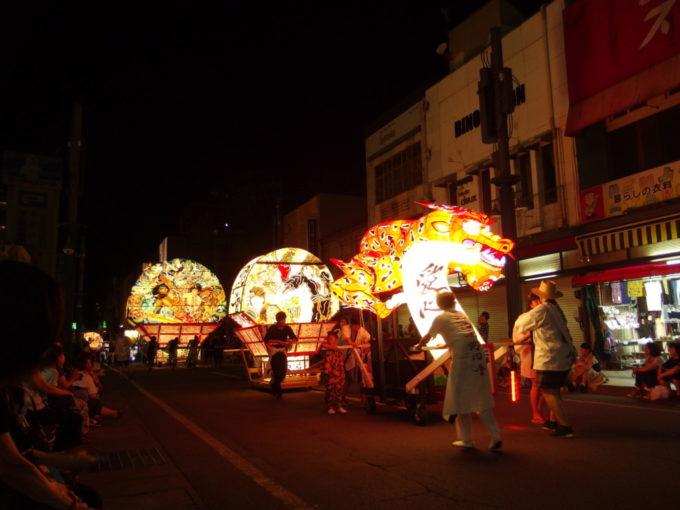 夏の弘前ねぷた祭り大きいねぷたは後から