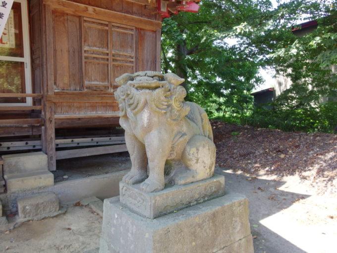 田舎館村生魂神社かわいい阿形の狛犬