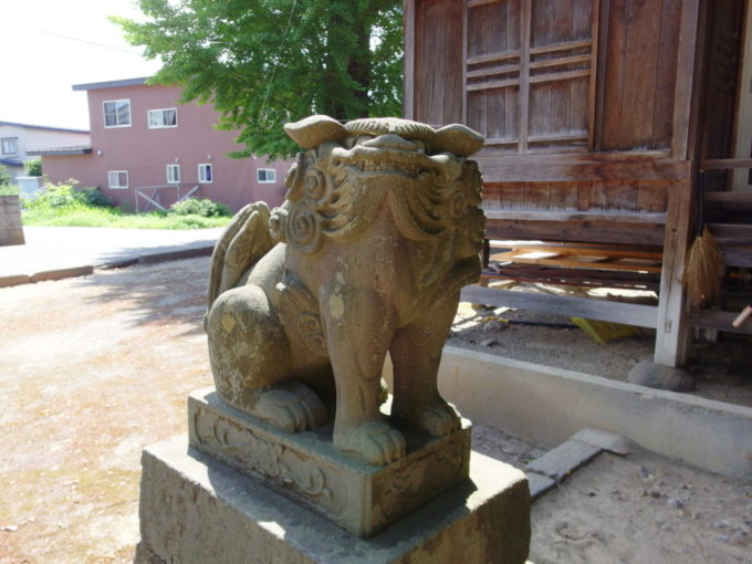 田舎館村生魂神社かわいい吽形の狛犬