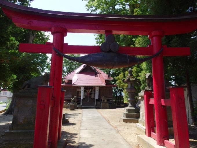 田舎館村生魂神社印象的な金属の注連縄