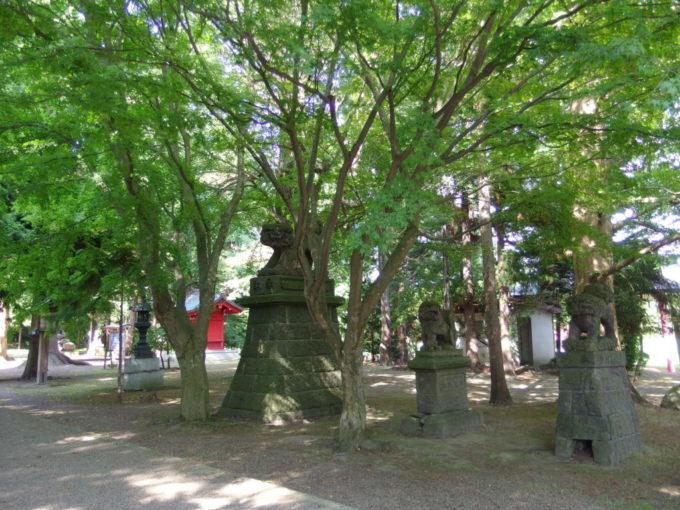 津軽尾上猿賀神社かわいい三対の狛犬たち
