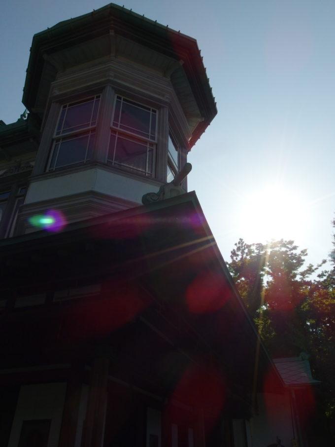 津軽尾上盛美園西日に輝く盛美館