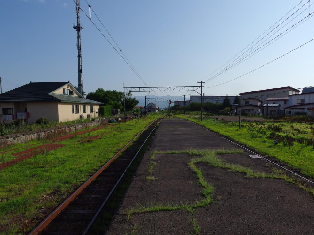 ローカル感漂う夏の弘南鉄道津軽尾上駅ホーム