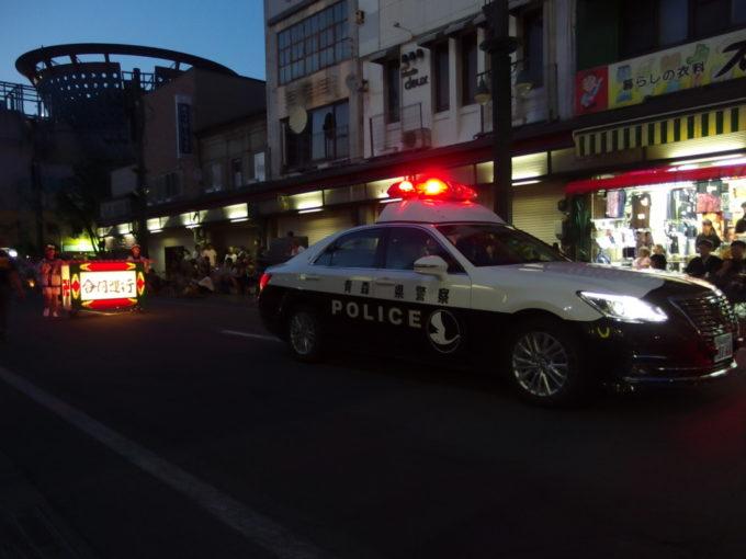 夏の弘前ねぷた青森県警のパトカーが現れたら運行開始
