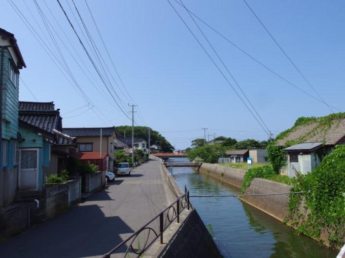 夏の象潟漁村の風情漂う景色