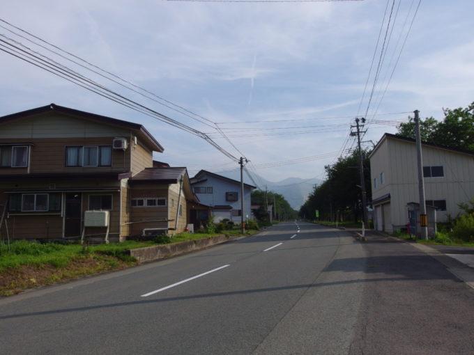 赤倉温泉駅から長閑な道を歩き赤倉温泉へ