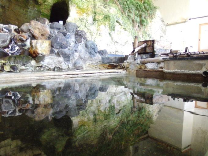 赤倉温泉湯守の宿三之亟適温の中湯に浸かり風情に浸る