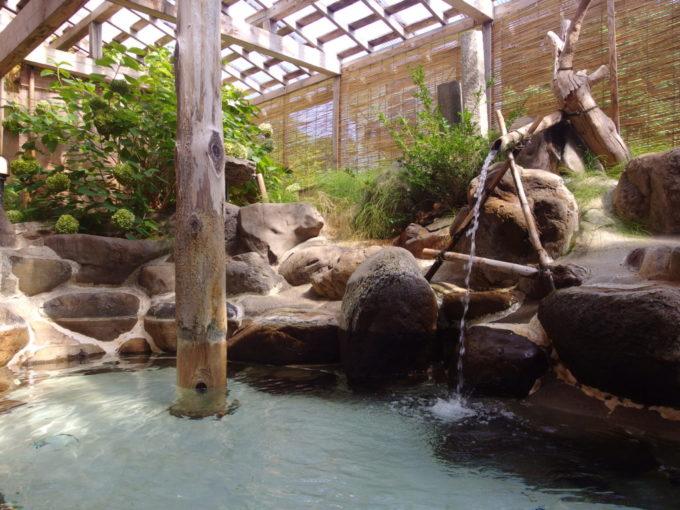 赤倉温泉湯守の宿三之亟午前の露天風呂で一人静かな湯浴みを