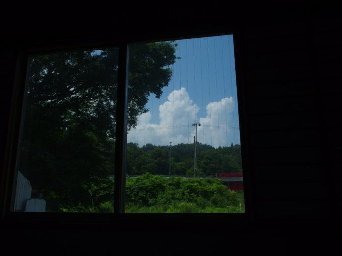 赤倉温泉湯守の宿三之亟うたた寝しつつ眺める夏の空