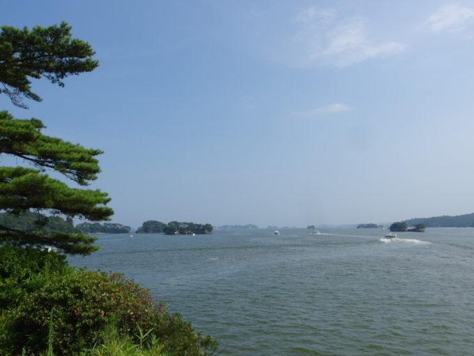 夏の日本三景松島五大堂から眺める美しい松島湾