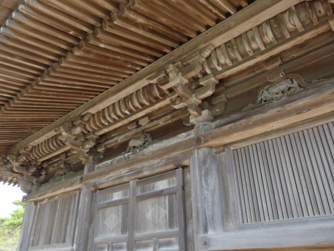 夏の日本三景松島五大堂に彫られた十二支の彫刻