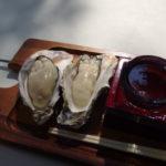 日本三景松島五大堂近くのかき料理げんぞう焼き牡蠣と伯楽星のもっきりセット