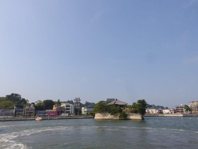 丸文松島汽船五大堂に別れを告げ松島を出港