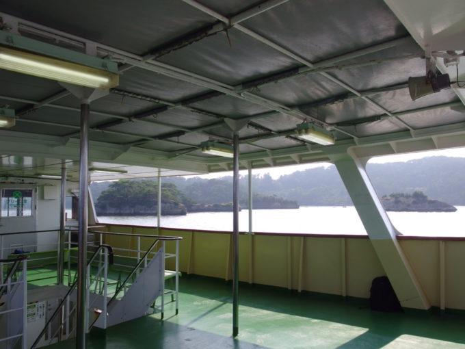 日本三景松島丸文松島汽船デッキで浴びる海風と夏の陽射し