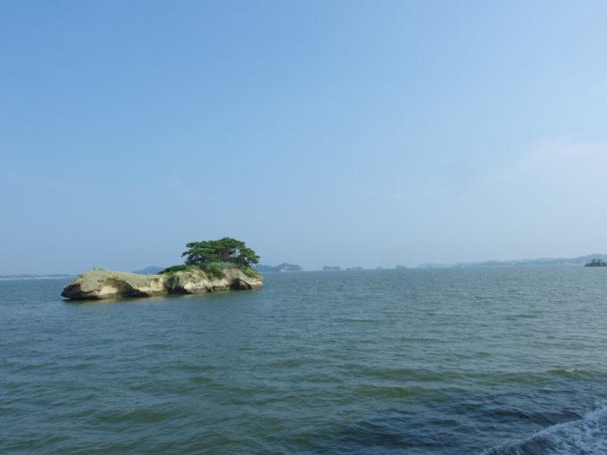 日本三景松島丸文松島汽船青空と海原、浮かぶ小島