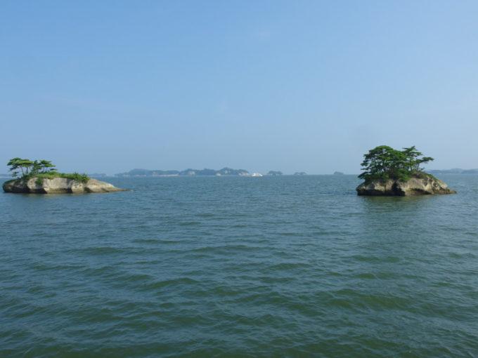日本三景松島丸文松島汽船遠く島影連なる穏やかな松島湾