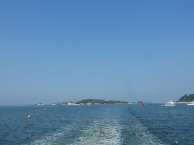 日本三景松島丸文松島汽船島めぐりを終えて塩釜湾内へ