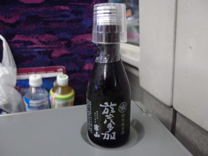 E2系やまびこ号車内のお供に阿部勘酒造於茂多加男山特別純米酒