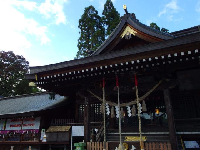 秋の盛岡秋空を背負い建つ櫻山神社