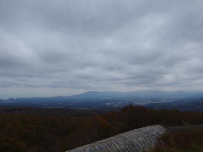 休暇村岩手網張から望む秋の早池峰山