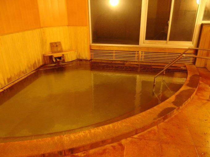 休暇村岩手網張温泉こぢんまりとした白泉の湯