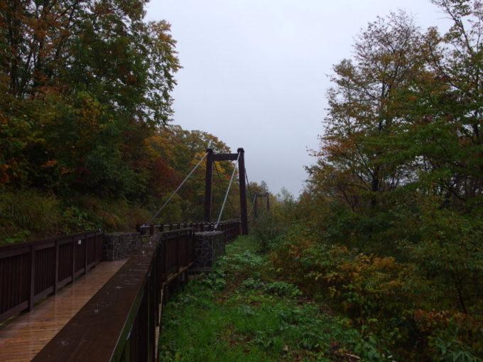休暇村岩手網張温泉網張温泉館薬師の湯へと続く吊り橋