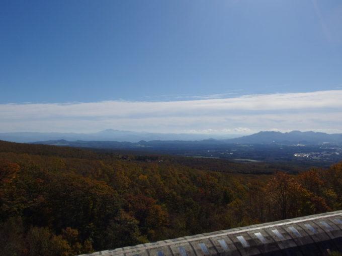 休暇村岩手網張温泉秋晴れに浮かぶ早池峰山
