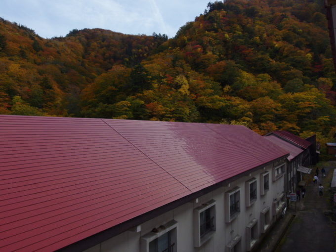 夏油温泉元湯夏油嶽館3階からの紅葉の眺め