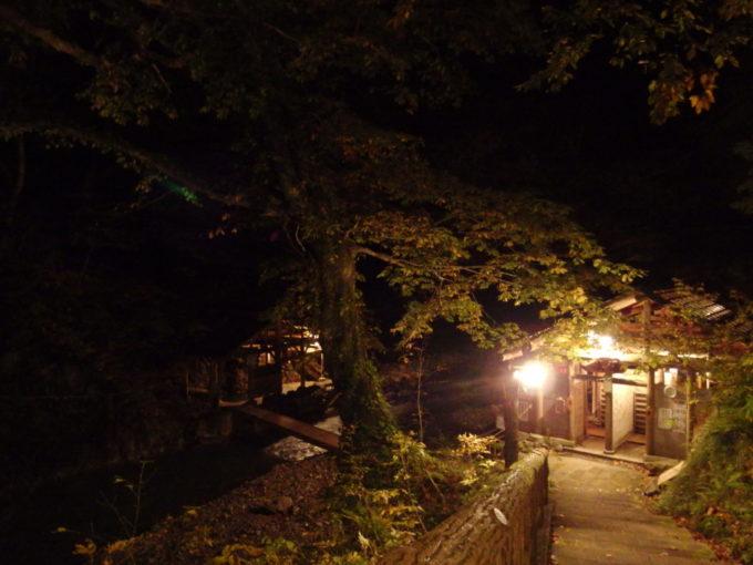 秋の夏油温泉元湯夏油夜の静けさに包まれる真湯