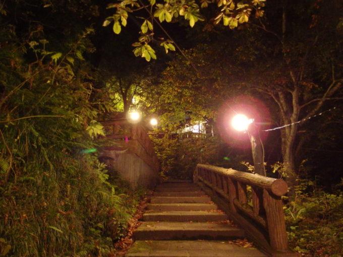 秋の夏油温泉元湯夏油谷底から宿へと戻る長い階段