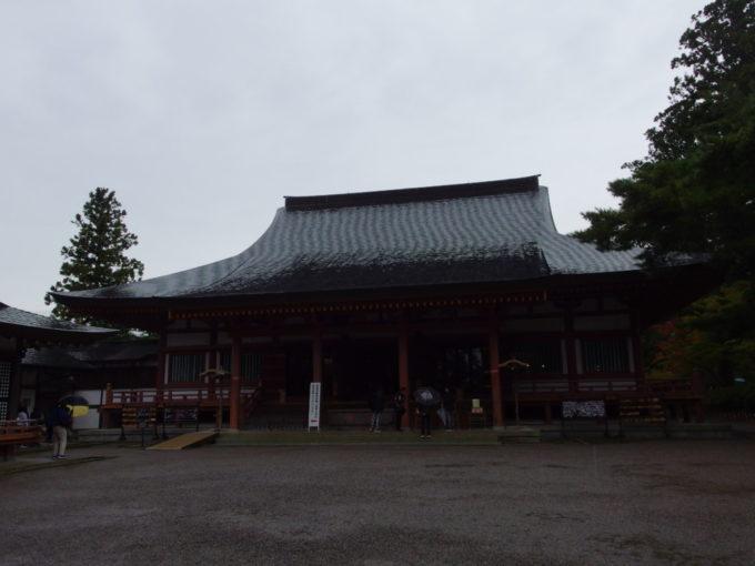 秋の平泉毛越寺本堂