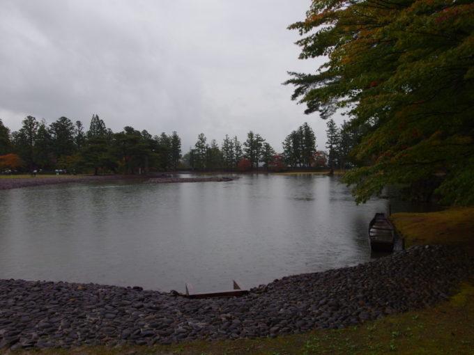 秋の平泉毛越寺海辺の景観を表現した大泉が池