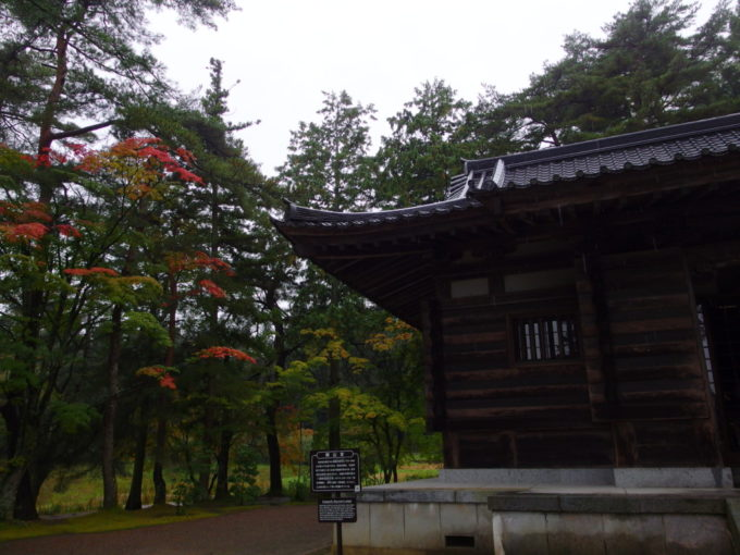 秋の平泉毛越寺慈覚大師をまつる開山堂