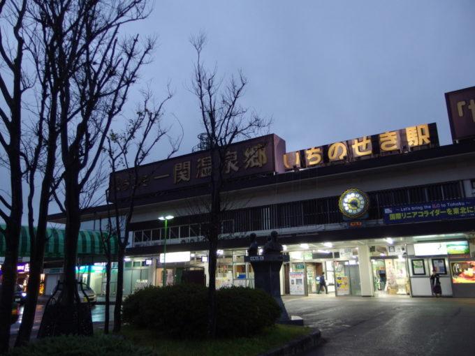 夕闇に浮かぶ一ノ関駅