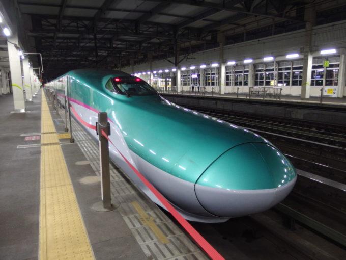 東北新幹線E5系はやて号東京行き