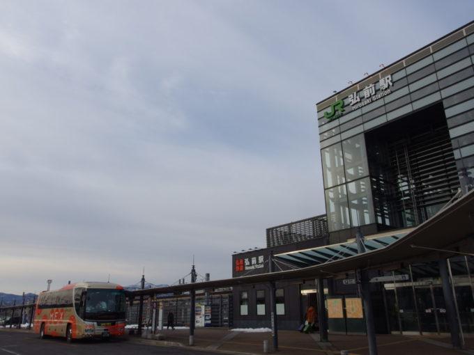 雪のない冬の弘前駅城東口