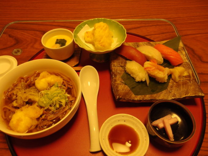 黒石創作料理の店蔵よしつゆ焼きそばセット津軽