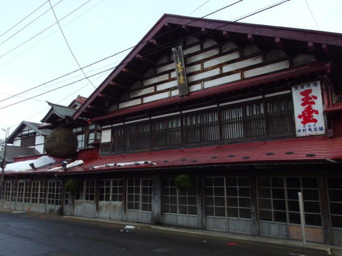 雪のない冬の黒石こみせ通り中村亀吉酒造