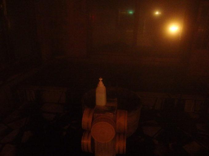 冬のランプの宿青荷温泉夜の薄暗い滝見の湯