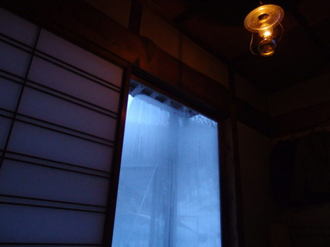 冬のランプの宿青荷温泉連泊で味わう翳りゆく部屋